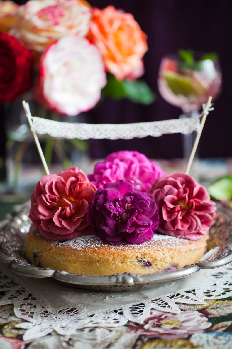 fervently top your summer cakes w/ fresh roses - & icing sugar