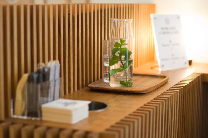 the cafe fluently weds minimalism, style & performance w/ details like its patented japanese-made glassware