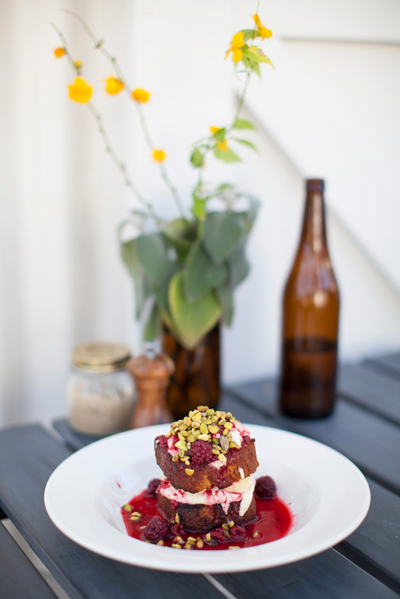 toasted banana bread w/ maple syrup mascarpone, fresh banana, berry compote + crushed pistachio